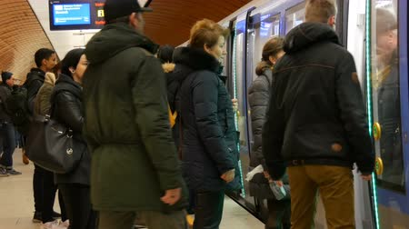 lacuna : Munich, Germany - December 2, 2018: People stand at the subway station Marienplatz and wait for the approaching train. Doors open and close. Stock Footage