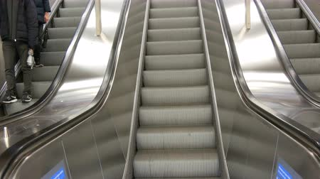 лифт : Large modern staircase escalator rides the subway up