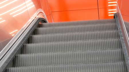 winda : Large modern staircase escalator rides the subway up