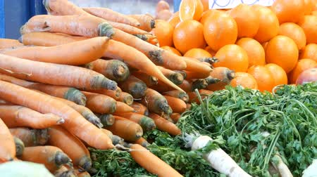 стручок : Various vegetables on the counter of the grocery market. Healthy food, fiber, diet, inscription in Hungarian.