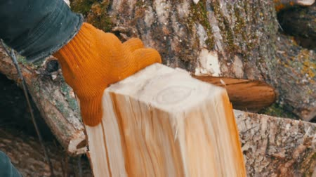 mansão : Mans hands chop large logs and tree trunks with ax for a future fire