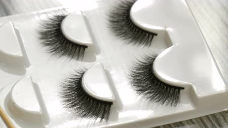 未使用 : A number of unused false eyelashes in special box