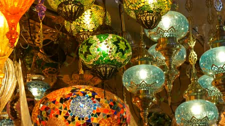 azulejos ceramicos : Multi-colored Turkish mosaic lamps on ceiling market in the famous Grand Bazaar in Istanbul, Turkey