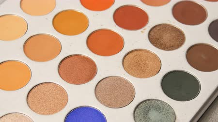 paleta : Palette of various make-up eyeshadow. Professional cosmetics set for women in the beuty salon