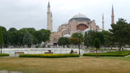 mesquita : View of world famous Hagia Sophia in Istanbul, Turkey. The religious center of many religions