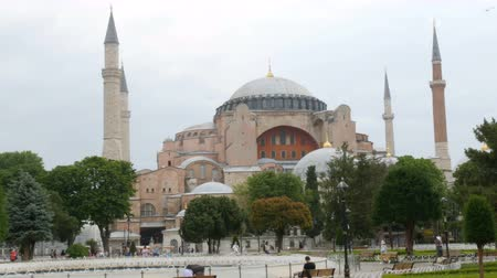 mesquita : View of the Hagia Sophia in Istanbul, Turkey over which seagulls fly. The historical temple of various religions of world. History of Kostantinopol, groups of tourists walk around