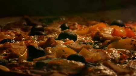 étkező : Delicious vegetarian pizza with black olives, paprika, mushrooms, vegetables and greens cooked in oven