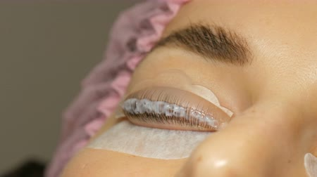 rolki : Special wellness mixture and molecular restoration on eyelashes close up view. Professional procedure for lamination and eyelashes Wideo