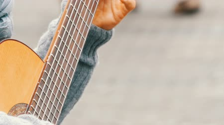цент : Street guitar professional playing skillfully playing acoustic guitar in street. Guitarist hands playing a wooden guitar