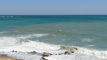 trikolóra : Beautiful tricolor sea with different shades of turquoise blue and dark green with waves and white foam on it Dostupné videozáznamy