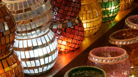 style arabe : Many colorful Turkish lamps in a store on GrandBazar, Istanbul, Turkey. Traditional Colorful Handmade Asian Mosaic Lanterns of Colored Glass on Market. Arabic lamps Vidéos Libres De Droits