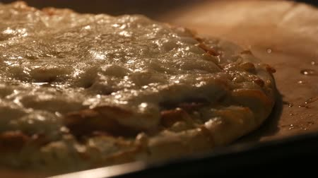 taje : Cheese on pizza melts from oven heat close up Dostupné videozáznamy
