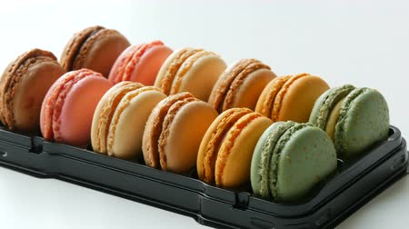 pastelaria : Multicolored macaron or macaroon on a white table