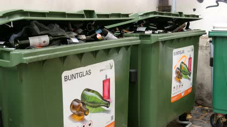 сортировать : Vienna, Austria - December 19, 2019: Plastic garbage containers for colored glass bottles. Sorting and recycling garbage. Environmental protection, waste sorting. Inscription in german Стоковые видеозаписи