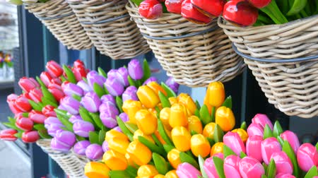 nizozemí : Wooden souvenirs multicolored tulips world famous symbol of the Holland