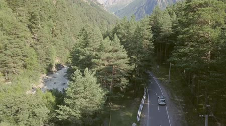 řídit : Car moving along highway among forest and mountains. Car trip family on vacation