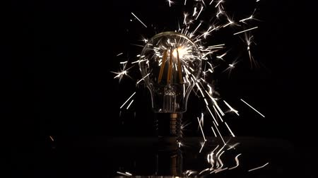 izzók : Sparkler Behind LED Light Bulb - Slow Motion