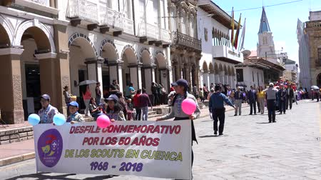 scout : Cuenca, Ecuador - 1 dicembre 2018 - Boy and Girl Scout March Together to Celebration 50th Anniversary