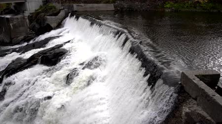 gerador : Slow Motion - Water Rushes Over Small Hydro Electric Dam 4K