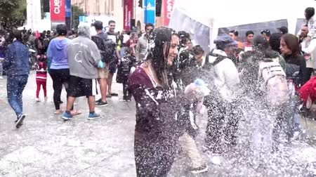 カーニバル : Cuenca, EC - 20170223 - Foam Party Girl Sprays and Gets Sprayed