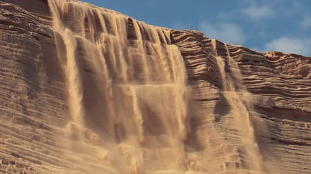 namibya : As a sand dune gets too tall to hold its own weight, sandfalls begin to erode the heights, as seen here in Namibia Stok Video