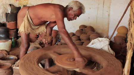 kamenina : Madurai, India - 20180310 - Man Uses Fully Manual Potter Wheel  -  Starts Pot