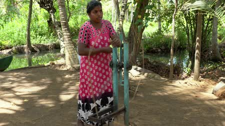 rana : Monroe Island, India - 20180315 -  Woman Makes Rope From Twine With Spinner  -  w Sound