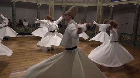 náboženství : Whirling Dervish Demonstration Dancers Start