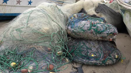 usado : San Pedro, Ecuador - 20180915 -  Fishing Nets Are Stored For Use The Next Day