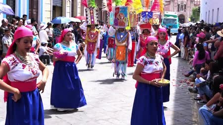 парад : Women in Blue Skirts Dance in Cuenca Independence Day Parade 2016 Стоковые видеозаписи