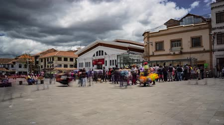 quotidien : 9 octobre Plaza, Cuenca, Équateur - 23 août 2018 - Time-lapse of daily activity in this market plaza
