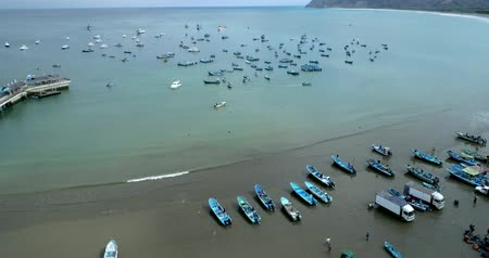 düşük : Puerto Lopez, Ecuador - 20180913 - Drone Aerial  -  Drone Rises, Revealing Bay Filled With Fishing Boats