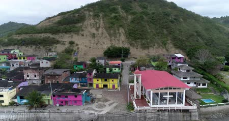 barışçı : La Entrada, Ecuador - 20180914 - Drone Aerial  -  Pan of Village from Beach Showing Construction Workmen Stok Video