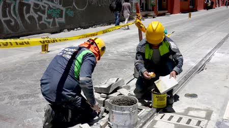 sıva : Cuenca, Ecuador  -  20180920  -  Worker Uses Contact Cement To Attach Panel Stok Video