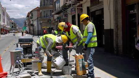 ceramika : Cuenca, Ecuador  -  20180920  -  Workers Mix Grout