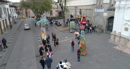 marionetka : Cuenca, Ecuador  -  20180921  -  High School Students Practice Controling The Giant Puppets They Made Wideo