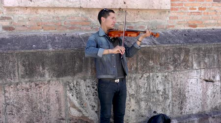 houslista : Cuenca, Ecuador  -  20180920  -  Man Plays Violin For Tips  -  with Sound