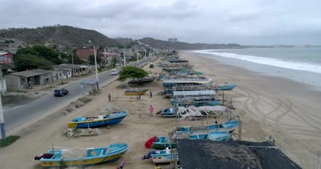 visboer : San Pedro, Ecuador - 20180915 - Drone Aerial  -  Flight Along Nearly Deserted Beach Over Parked Fishing Boats Stockvideo