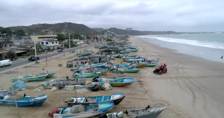 vocacion : San Pedro, Ecuador - 20180915 - Drone Aerial  -  Flight Along Beach Over Parked Fishing Boats and Tractor Archivo de Video