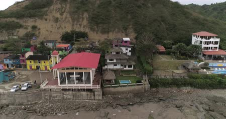 equador : La Entrada, Ecuador - 20180914 - Drone Aerial  -  Pan of Village from Beach