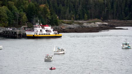 docking : Chebeague Island, Maine  -  20181006  -  Ferry Departs From Dock