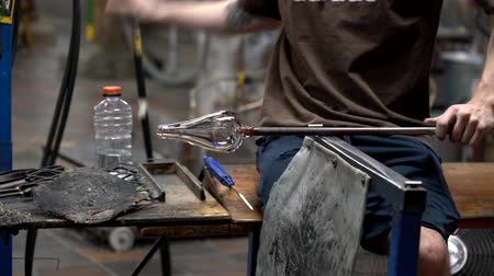 warsztat : Woodstock, Vermont  -  20181013  -  Hot Glass Blob Is Formed Into Final Product Using Torch 4K