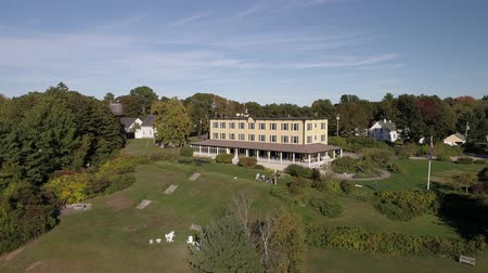 cursos : Chebeague Island, Maine  -  20181005  -  Aerial  -  Drone Flies Down Towards Chebeague Inn