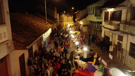 vonk : Cuenca, Ecuador - December 31, 2018 - Drone flies over street showing installation art on New Years Eve