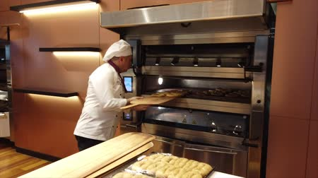 trouba : Istanbul, Turkey-2019-05-04- Making Simit Turkish Bagel step 3 putting in oven. Dostupné videozáznamy