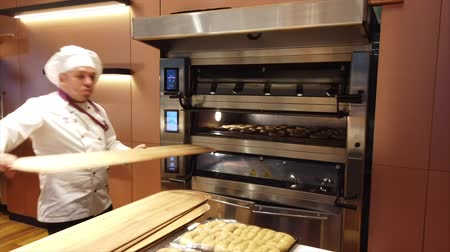 isztambul : Istanbul, Turkey-2019-05-04- Making Simit Turkish Bagel step 4 putting in oven and setting temp.