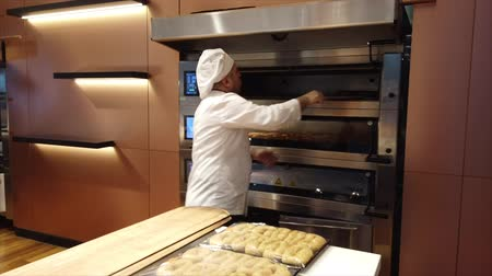 isztambul : Istanbul, Turkey-2019-05-04- Making Simit Turkish Bagel step 5 removing from oven.