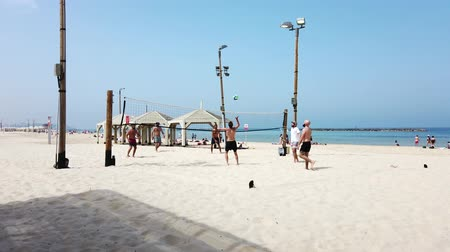 voleybol : Tel Aviv, Israel - 2019-04-27 - Beach Volleyball 1 - 6 men long point. Stok Video