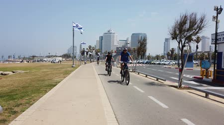 ciclo : Tel Aviv, Israel - 2019-04-27 - Bicycle Path on Busy Road 1 - Bicycles.