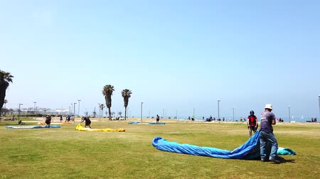 bird learning : Tel Aviv, Israel - 2019-04-27 - Paraglide Training on Grass 2 - Instructor Helps Set Up Chute.